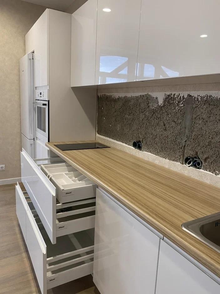 Белый кухонный гарнитур-Кухня МДФ в эмали «Модель 570»-фото4